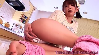 Teen nippon babe toying her hairy pussy