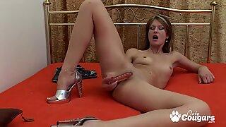 Sexy Lili Vanilli Pleasures Her Pussy To Orgasm